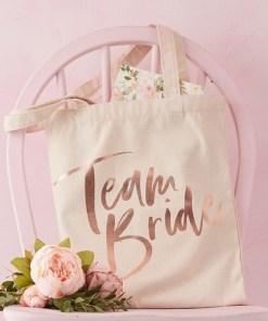 Tasche ''Team Bride'', Baumwolle naturweiss, Druck rosegold, lange Henkel, 31 x H 67 cm, Dekobeispiel