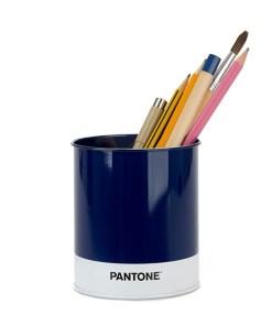 Schreibutensilienbehaelter Pantone, Metall blau-weiss, D 8,6 x H 10 cm, beispiel befüllt