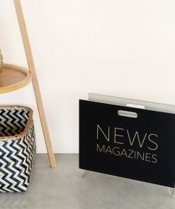 Zeitungsstaender News, Holz schwarz, innen natur, 2 Griffloecher, MDF-Holz, 32x38x9 cm, Dekobeispiel