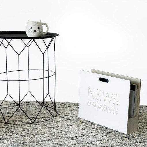 Zeitungsstaender News, Holz weiss, innen natur, 2 Griffloecher, MDF-Holz, 32x38x9 cm, Dekobeispiel