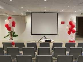 Ballonbuketter leveret til en konference.