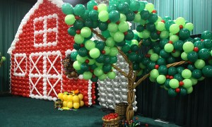 balloon farm with balloon apple tree, by Balloonoplis, Columbia, SC