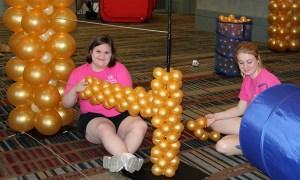 Balloonopolis working with balloons, by Balloonopolis, Columbia, SC