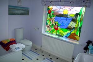 Dedicated bathroom adjoining bedroom nr. 3
