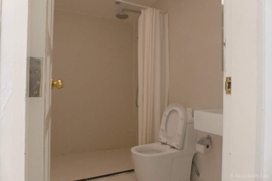 Nhà tắm rất rộng rãi thoải mái