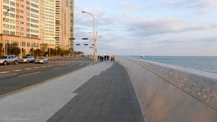 Đường đi bộ dọc biển ở Haeundae