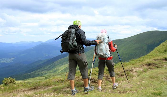 Gậy cũng là vật dụng cần thiết khi trekking