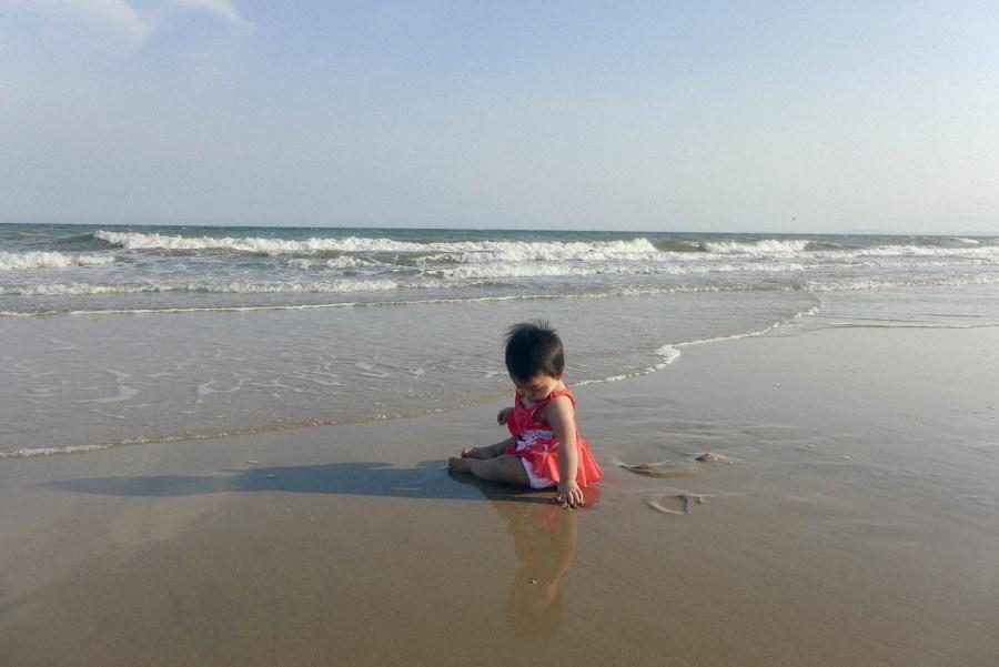 Silk chúc các cô các bác đi chơi biển vui như con :))