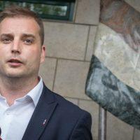 Harangozó Tamás olyan pofonnal küldte meg Orbánt, hogy szó szerint a fal adja a másikat