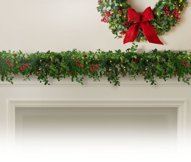 Highest Quality Realistic Wreaths Garlands Largest Selection Of Styles To Complement Your Decorating Shop Foliage