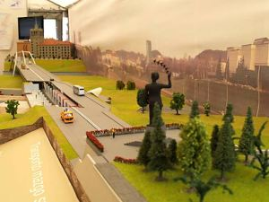 "The visitors of ""RESTA 2007"" exhibition in Litexpo exhibition center could admire a layout of the future Vilnius metro. It was five meter length with five metro trains moving on it. The layout was build by company ""Vilniaus rentinys""."
