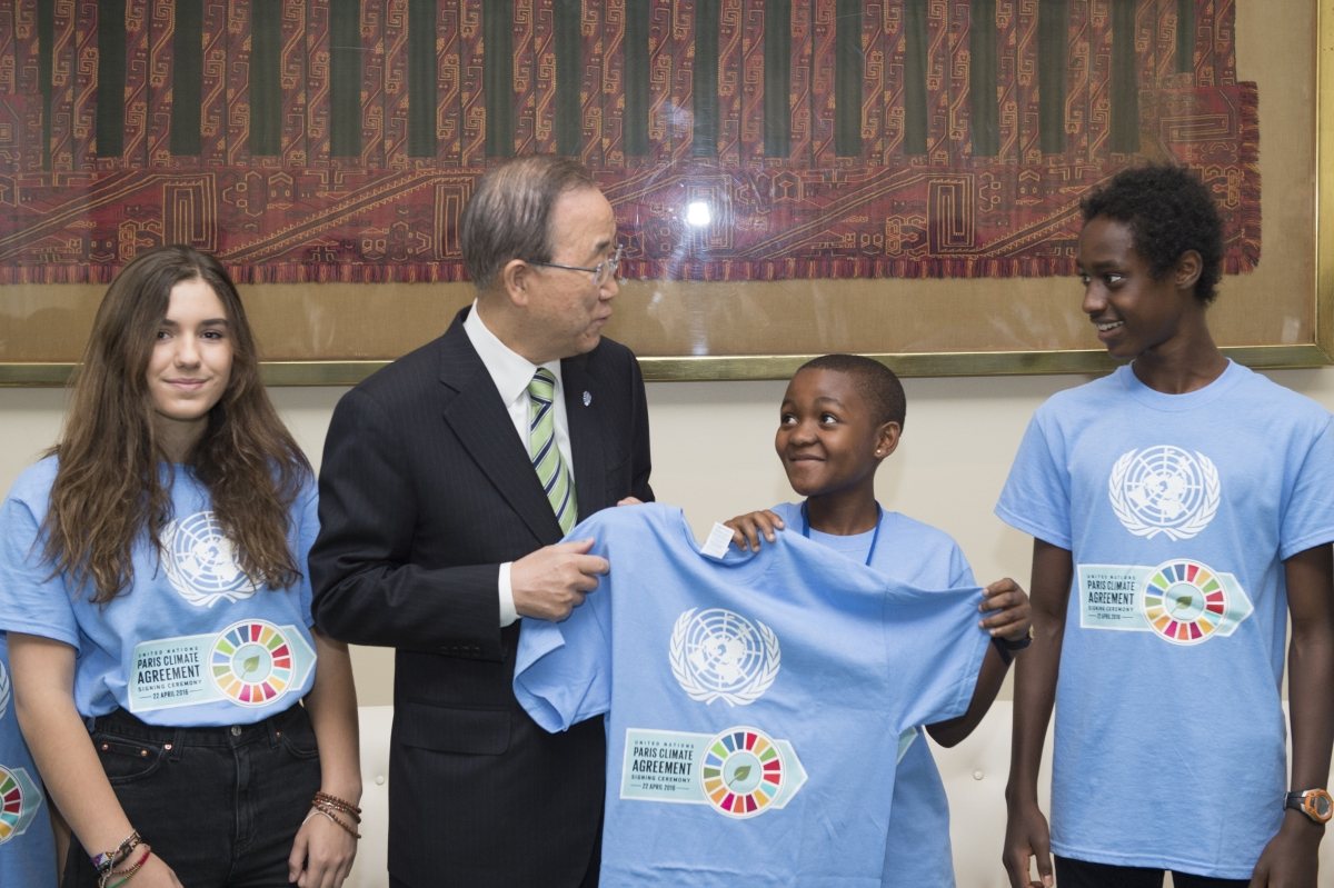 Pictured is UN Secretary-General (center left) meeting with students from the UN International School (UNIS) in New York City on the sidelines of the signing ceremony for the Paris Agreement on Climate Change, and Getrude Clement (center right), a Tanzanian youth representative. UN Photo/Eskinder Debebe.