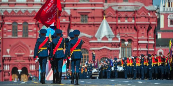 Парад в честь 75-летия Победы проходит в Москве и регионах России
