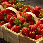 Посредники продают зарубежную клубнику под видом эстонской