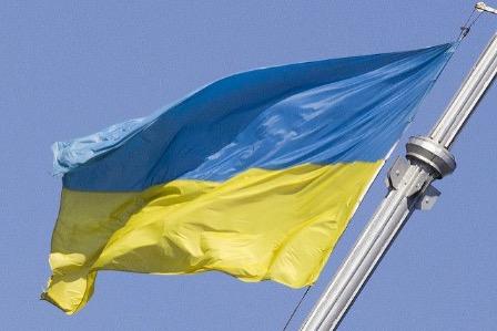 На Украине сожгли российский флаг возле офиса оппозиции