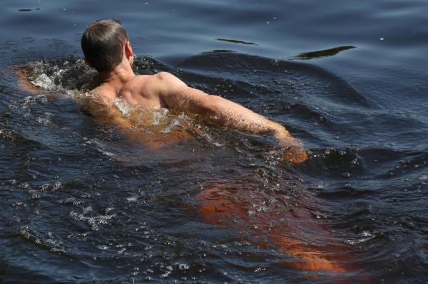 Местами вода в реках и озерах прогрелась до +25 градусов