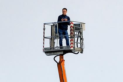 Болельщик польского клуба арендовал подъемный кран для просмотра матча