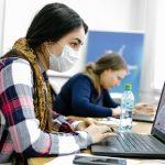 Названы наиболее уязвимые к последствиям пандемии коронавируса профессии