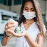 Почему нужно продолжать носить маску во время снятия ограничений? Мнение вирусолога