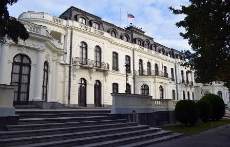 Россия выслала двух чешских дипломатов в ответ на действия Праги
