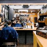 В Подмосковье открылись салоны красоты, парикмахерские и бани