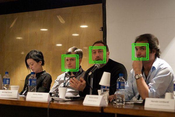 Алгоритм, который вычисляет будущих преступников по фото, вызвал скандал в США