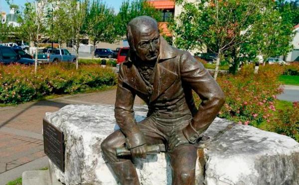 Власти заверили, что снос памятника главе русской Аляски будет обсуждаться