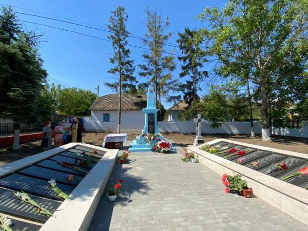 Памятник советским воинам открыли в молдавском селе после реставрации