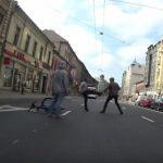 """ВИДЕО: как на Бривибас встретились принципиальный велосипедист и водитель """"BMW"""""""