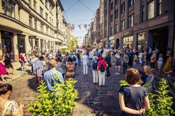 Гуляй, народ: власти Латвии скоро смягчат требования по дистанцированию