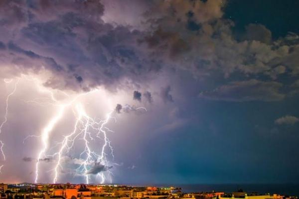 В среду в Латвии будет идти дождь и греметь гром