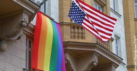 Москва направила ноты посольствам США, Британии и Канады из-за флагов ЛГБТ