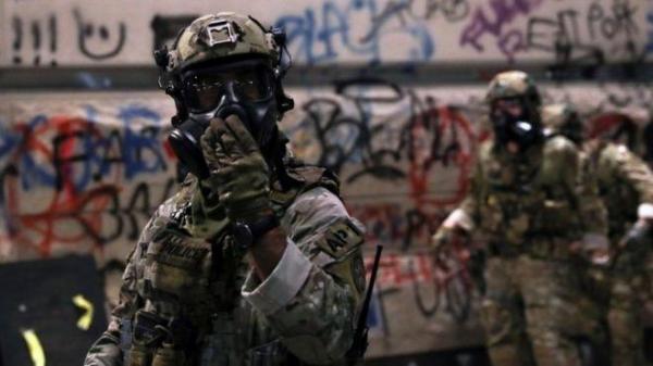 Дональд Трамп отправляет сотни федеральных агентов в американские города, охваченные насилием