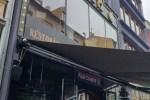"""Латвийцы недоумевают: ресторан в Старой Риге вывесил """"коронавирусную"""" рекламу"""