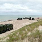 По пляжу как по автостраде: военные «перепахали» берег моря и дороги Юрмалциемса