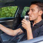 Миллионы водителей попадут на деньги: зачем на самом деле власти упакуют все машины алкозамками