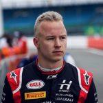 Пилот Никита Мазепин из РФ выиграл первое состязание «Формулы-2» в Великобритании