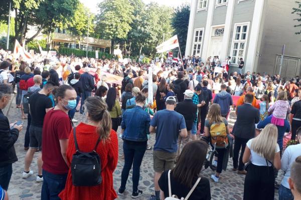 В Риге несколько сотен человек выразили поддержку протестам в Белоруссии