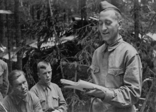 Многие советские писатели работали во фронтовых газетах во время войны