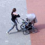 В Латвии продолжает снижаться рождаемость