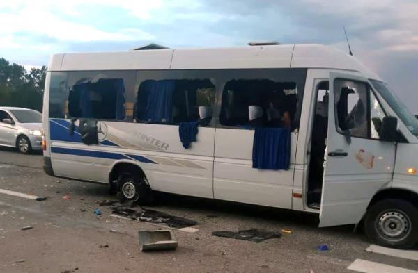 На Украине националисты расстреляли автобус с оппозиционерами