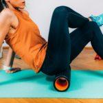 Как правильно заниматься с пенным валиком? Подборка упражнений для тренировки