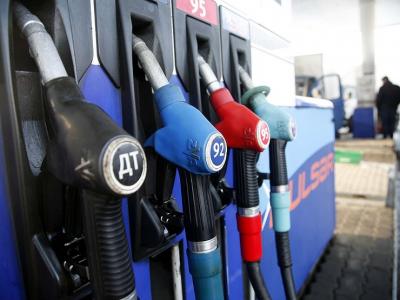 На половине столичных АЗС по-прежнему мухлюют с недоливом бензина