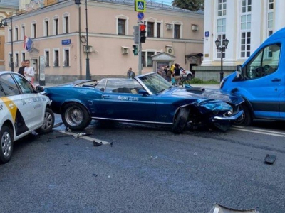 В Москве разбили каршеринговый Ford Mustang 1969 года