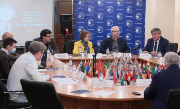 Премию Зиновьева будут вручать русскоязычным писателям в России и за рубежом