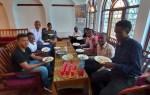 Студентов на курсах русского языка в Танзании учили лепить пельмени
