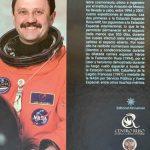 Книга российского космонавта вызывает интерес у юных испанцев