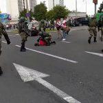 Военные и бронетехника снова стянуты в центр Минска. Идут массовые задержания