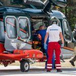 Грузовик из-за шторма съехал в кювет, водителя забрал вертолет