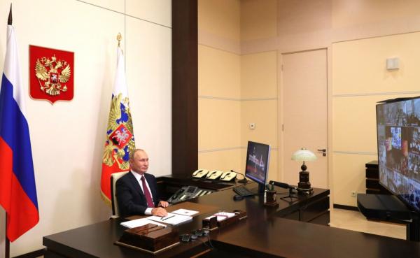 Владимир Путин: Россия не планирует переходить к дистанционному обучению